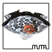 Vetro di Murano. Grande vaso ciotola a fazzoletto. Nero e murrine bianche