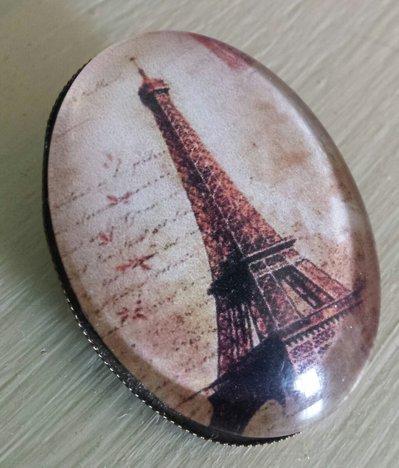 Spilla con cabochon in vetro ovale Tour Eiffel