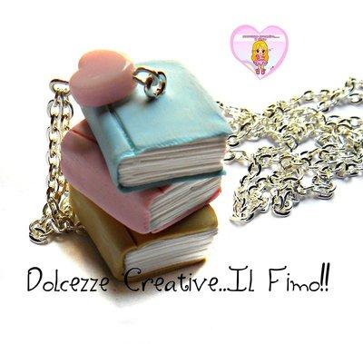 Collana Colori pastello con Tre libri impilati - idea regalo- book lover
