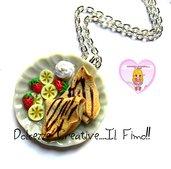 Collana Piatto di Crepes - Crespella - con cioccolato, panna, fragole e banana