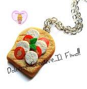 Collana Fetta di pane con caprese - toast -  pomodoro e mozzarella con basilico - handmade