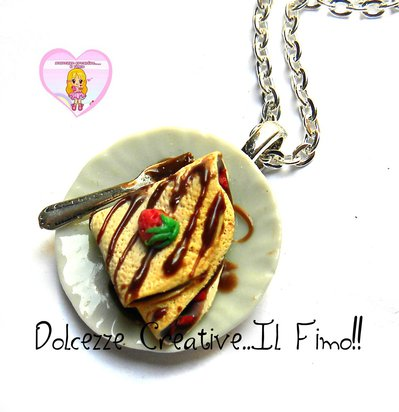 Collana piatto con Crepe - Crespella con cioccolato e fragole- miniature idea regalo