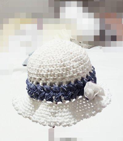 cappellino neonata a uncinetto