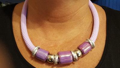 Collana girocollo climbing (circa 50 cm) con perle in ceramica greca