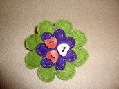 broche flor con botones