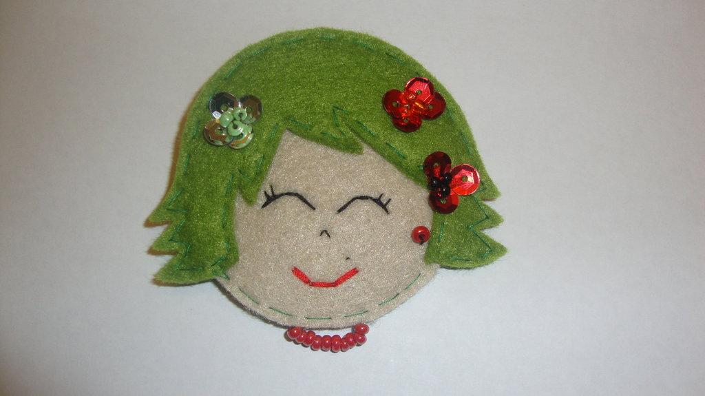 broche carita pelo verde