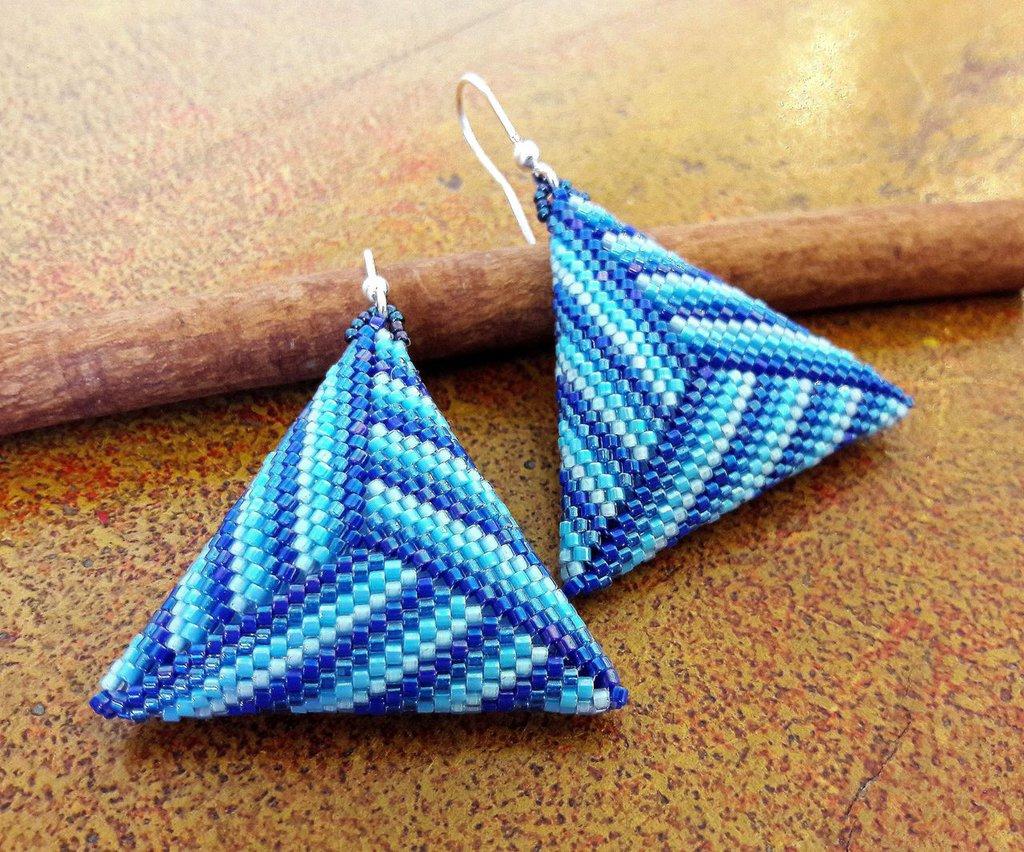 Orecchini Blu, Azzurri, Acquamarina, Orecchini Geometrici, Triangolo, Orecchini di perline, idea regalo per lei, accessorio mare