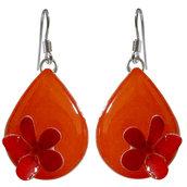 Orecchini goccia arancione con un fiore - Realizzati artigianalmente con serigrafie e smalti a cottura.