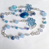 Collana lunga azzurra con pietre dure