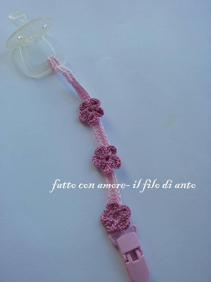 Catenella portaciuccio rosa con fiorellini realizzata a mano a uncinetto