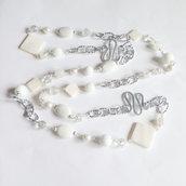 Collana lunga bianca con pietre dure