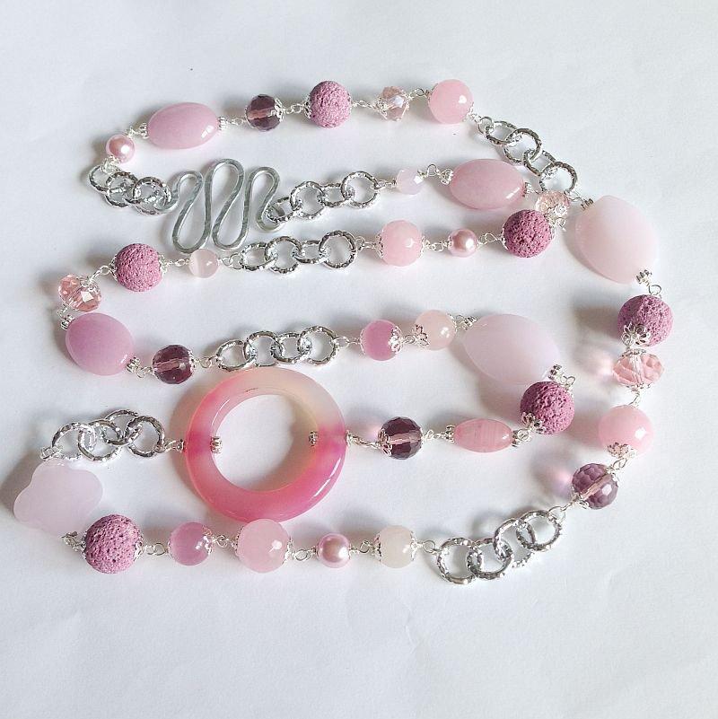Collana lunga rosa con pietre dure