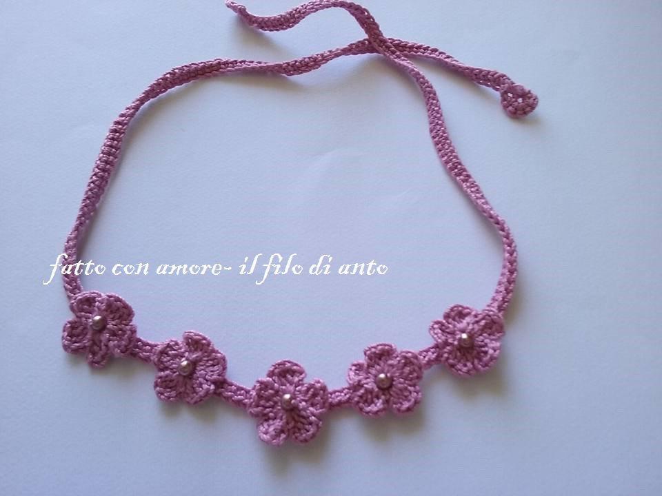 Fascia capelli con fiorellini e perline per bambine realizzata a mano