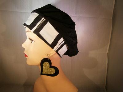 001h Basco Francese nero con fascia bianca e nera