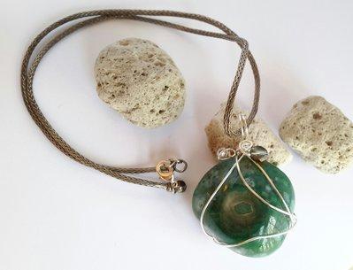 Collana con pendente in pietra di agata