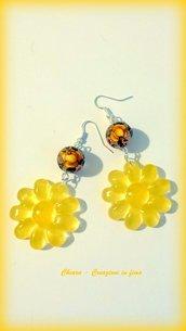 Orecchini in resina handmade fiori gialli trasparente con perlina abbinata idee regalo donna