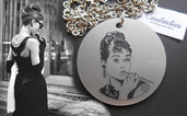 Collana Audrey Hepburn in plexiglass incisione a laser