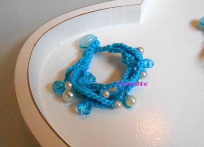 Braccialetti all'uncinetto con fili fatti a mano color tuchese