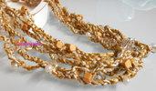 Collana all'uncinetto con fili e perline color beige e bianco