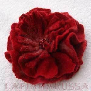 spilla fiore di lana merino, feltro ad acqua