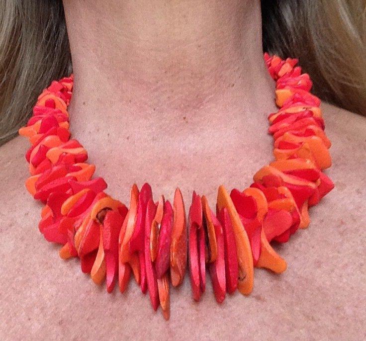 Collana in legno di sandalo arancione