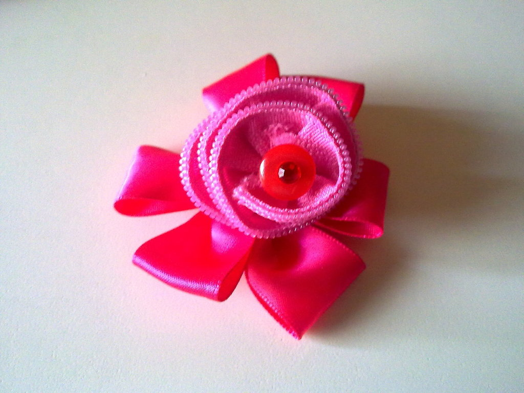 Broche cremallera rosa