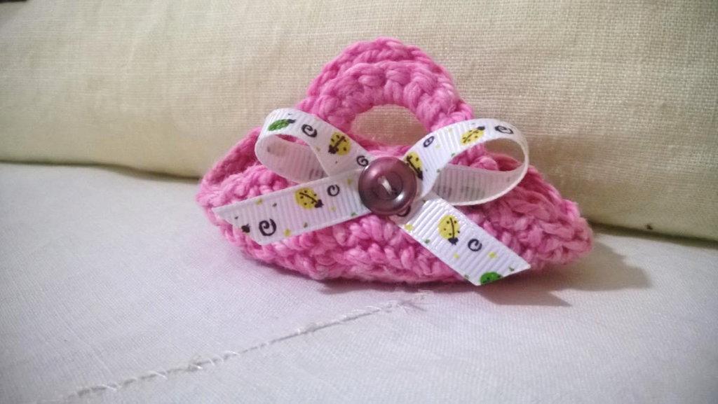 Mini BORSA uncinetto.Rosa,arrotondata con bottone e passamaneria.Bomboniera di nozze/nascita/comunione,personalizzabile.Decorazione .Confezione per gioiello.Personalizzabile