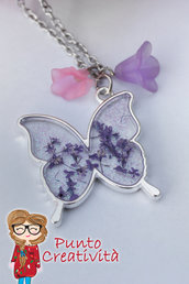 Collana con farfalla in resina