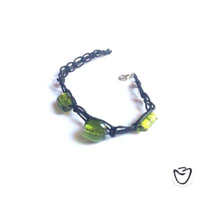 Bracciale stile shamballa filo nero e pietre dure verdi
