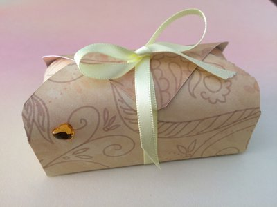 Scatolina bomboniera confetti matrimonio nascita ocra decorata con cuoricino e nastro