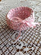 Cestino rosa in fettuccia