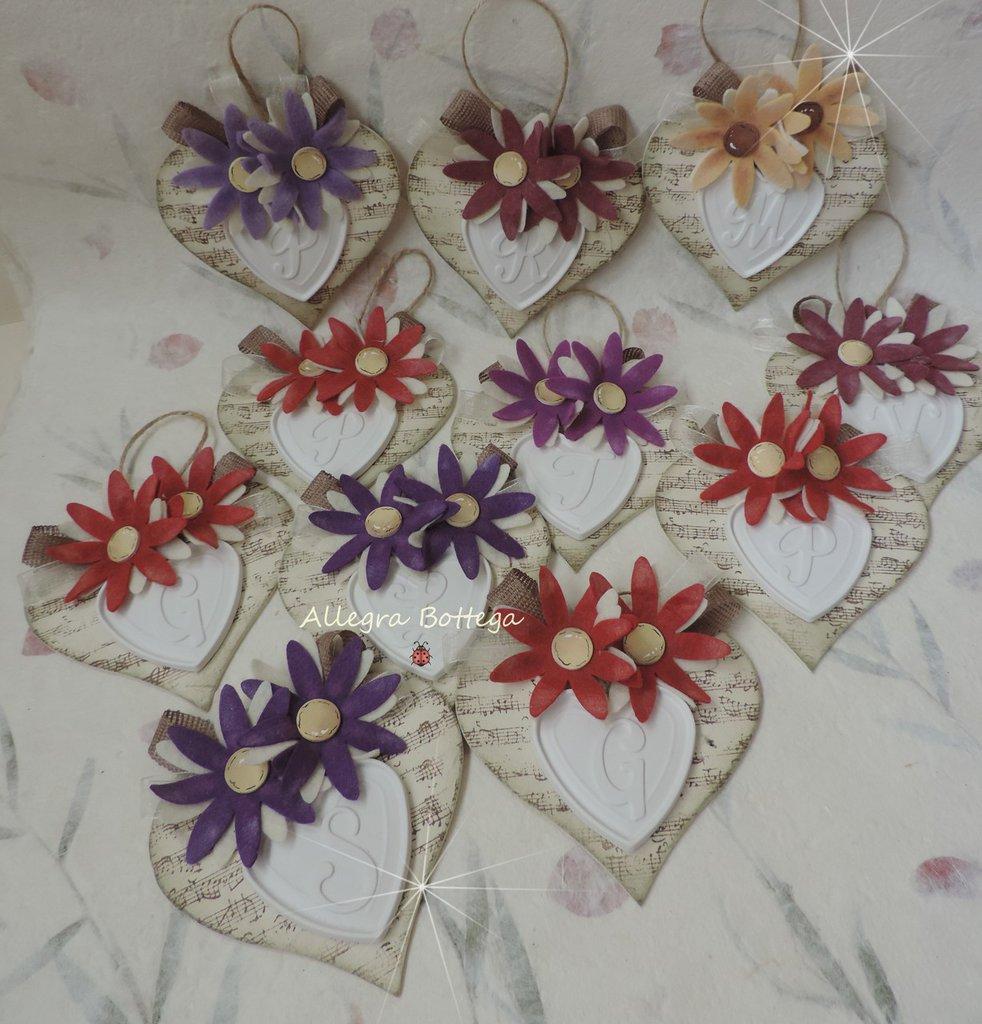 Cuore con fiori e iniziali