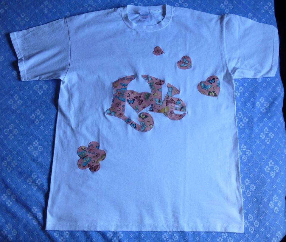 T-shirt decorata con applicazioni in cotone scritta LOVE