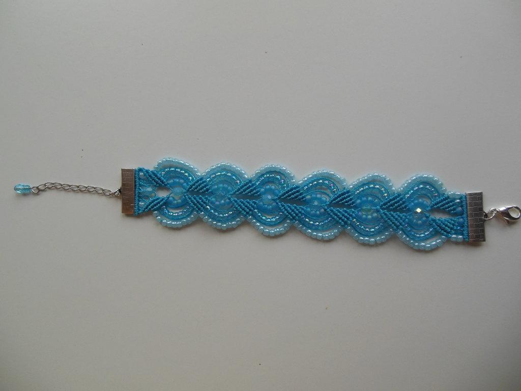 Braccialetto in macramè : blu chiaro