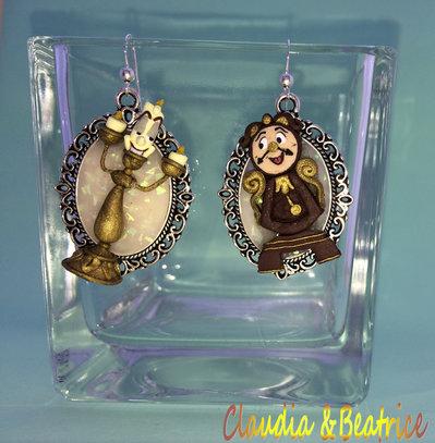 Orecchini pendenti con cammei raffiguranti Tockins e Lumiere realizzati in paste polimeriche