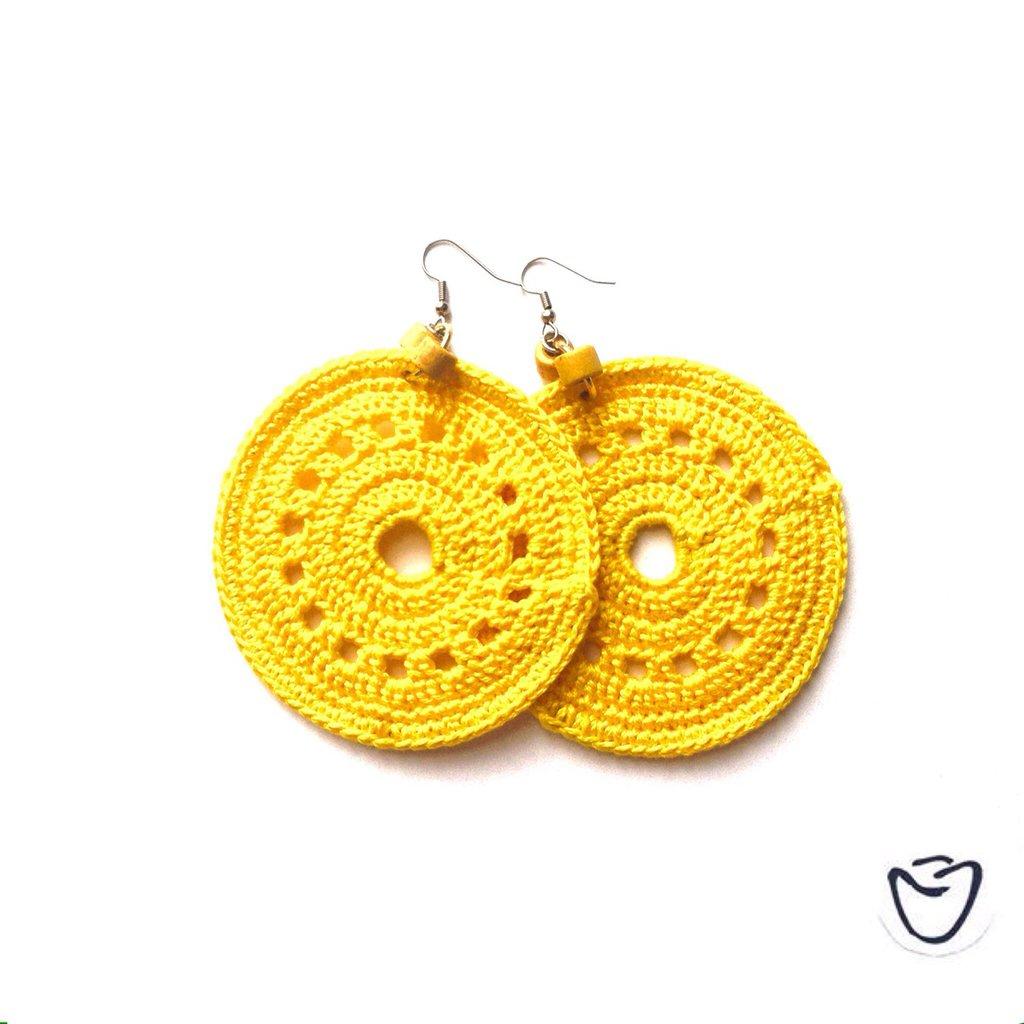 Orecchini uncinetto a cerchio giallo