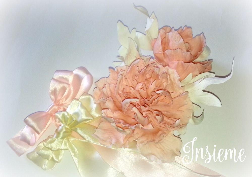 Peonia in porcellana fredda, ramo con due fiori color salmone e foglie panna, fatto a mano, matrimonio, decorazione, centrotavola
