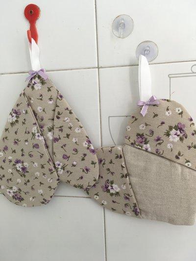 Set_coppia di presine fiorellini lilla