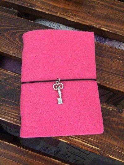 Midori traveler's notebook formato passport copertina in feltro rosa/fucsia