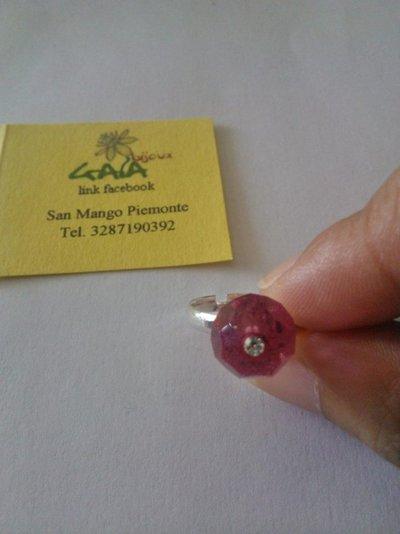 Anello con pallina sfaccettata in cristallo swarovski fucsia