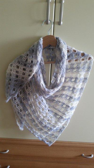 Sciarpa/scialle misto lana, con sfumature panna, grigio e lilla con paillette