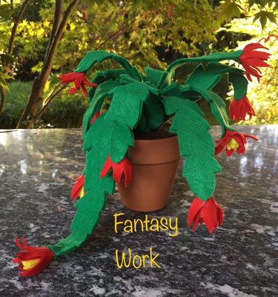 Cactus di Natale di feltro in vaso di terracotta