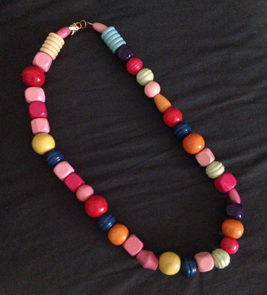 girocollo perle colorate in legno