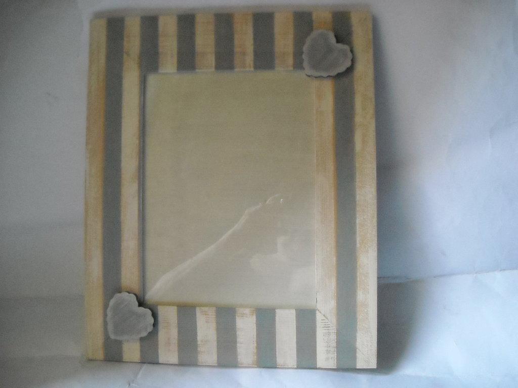 Cornice portafotografie da tavolo  righe bianche e blu tecnica shabby cuoricini,cordini