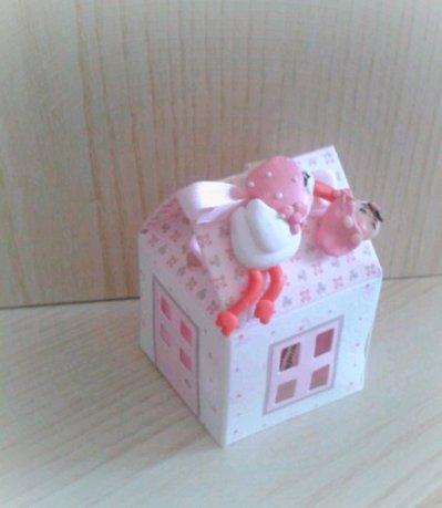 Bomboniera casetta cicogna con bebè confettata nascita battesimo