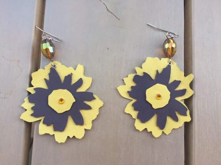 Orecchini fiore in pelle