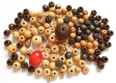 Lotto perle in legno assortite 130pz circa