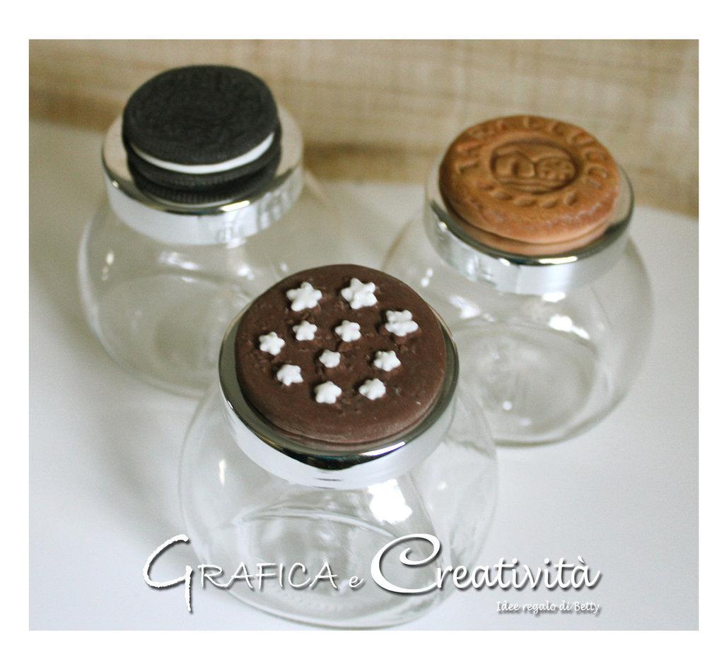 Barattolino in vetro con coperchio decorato con biscotti