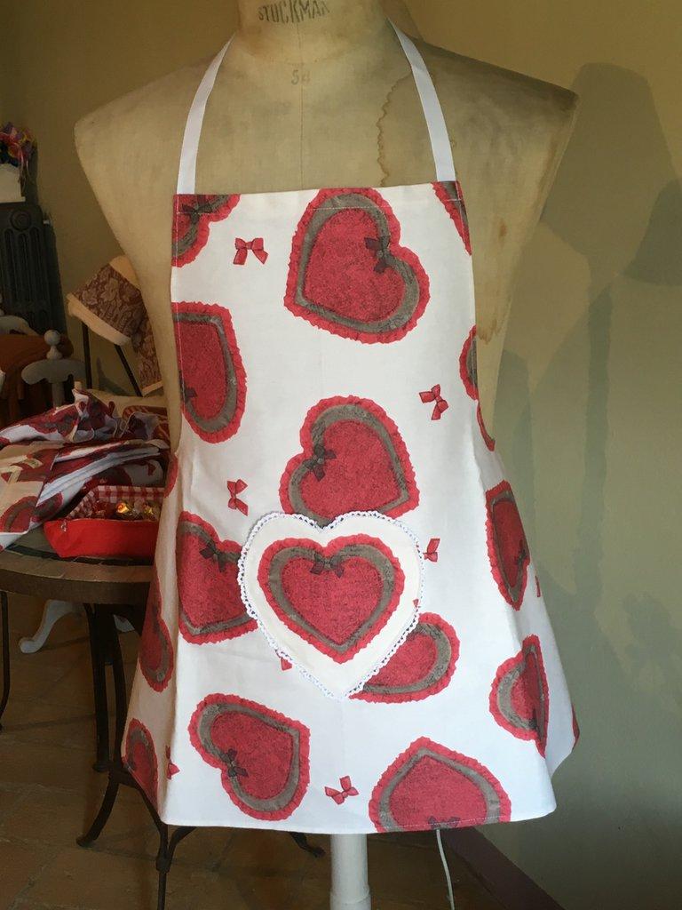 Grembiule handmade a grandi cuori rossi