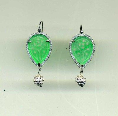 Orecchini in argento pavettato e giada verde menta